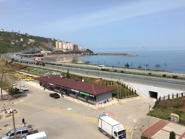 Trabzon Araklı sahilde süpeer daire