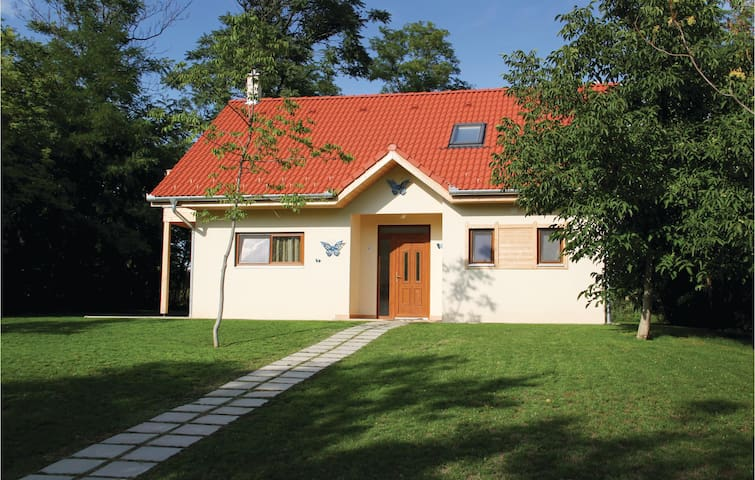 Holiday cottage with 2 bedrooms on 83m² in Szólád