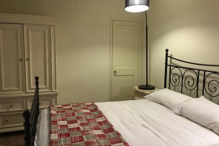 White bedroom Bev.Hills Los Angeles - Beverly Hills