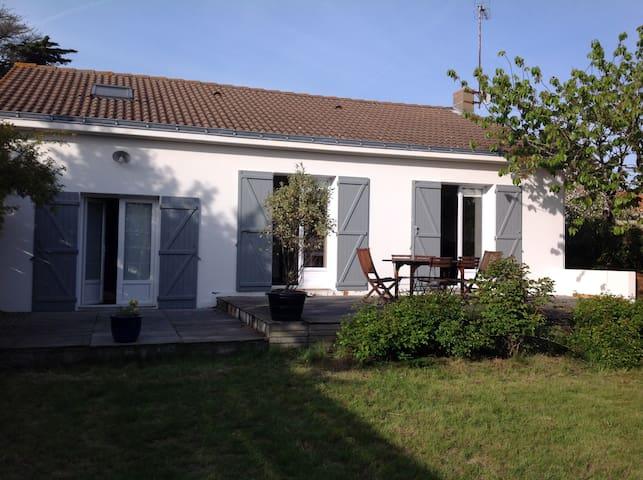 Maison rénovée, au calme et à 5 mn de la plage - Préfailles - House