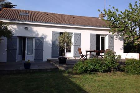 Maison rénovée, au calme et à 5 mn de la plage - Préfailles - Dom