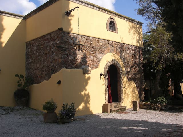 The Artist's Cottage - sleeps 7 - Milazzo - Villa