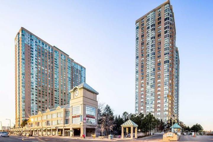 Large 1 Bedroom Condo off the 401