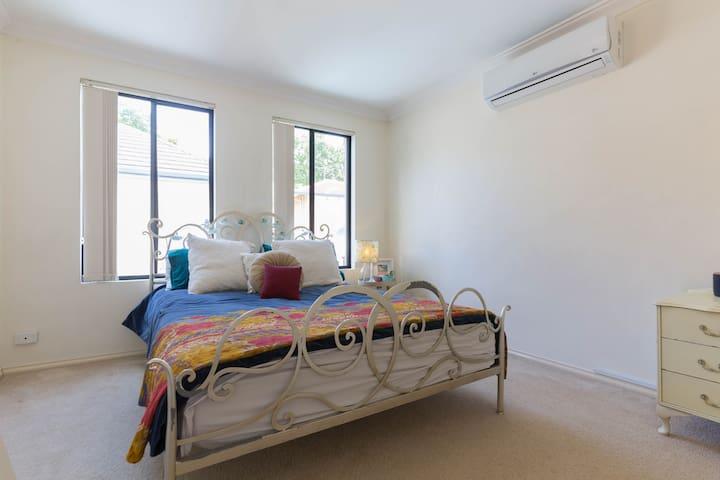 Convenient Central & Quite Home - Applecross - House