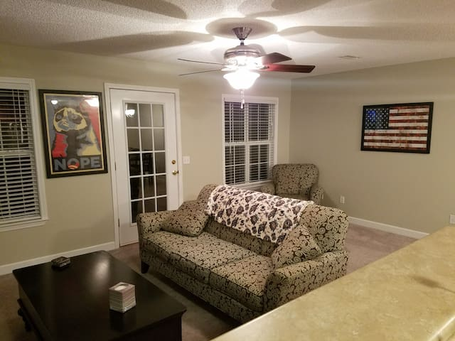 **In town retreat close to Ft. Rucker!**