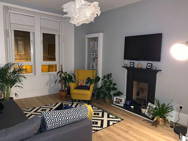 Bright & Spacious Apartment in Excellent Location
