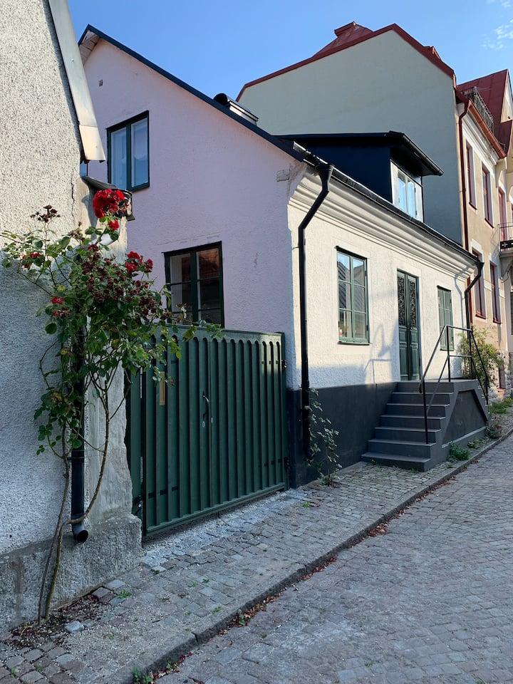 Hus med härlig innergård i centrala Visby