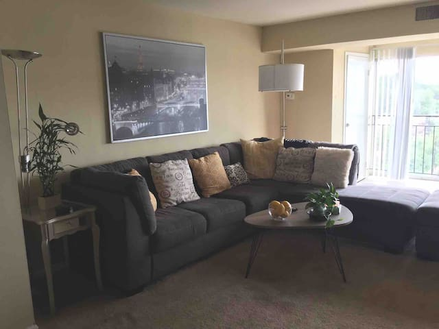 Apartment with city view! 7 min. From downtown !