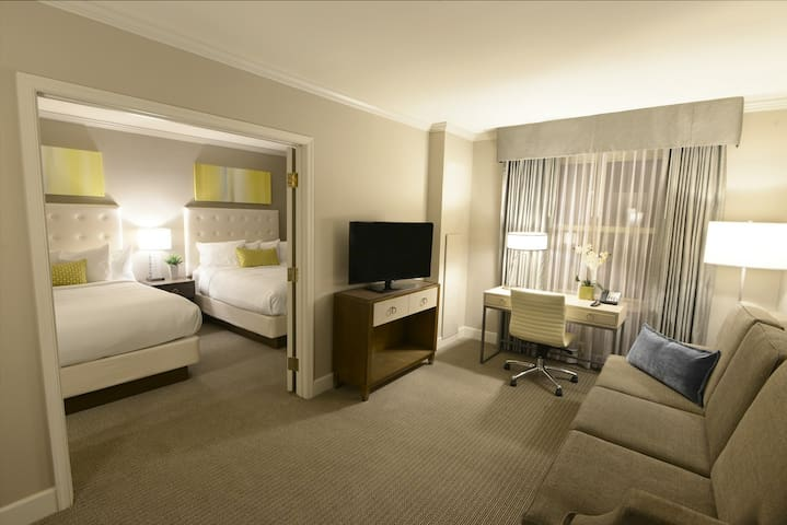 Suite for the Holidays, 2 Queen Beds, free wifi