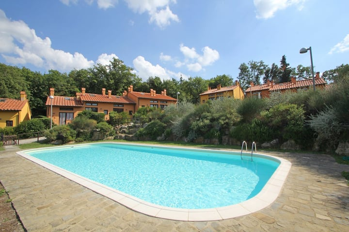 House in Tuscany with Pool for 4 People