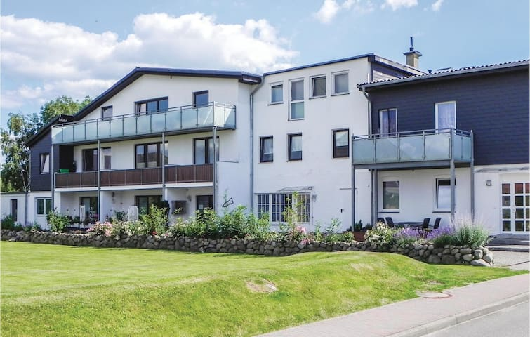 Holiday apartment with 1 bedroom on 68m² in Büsum OT Warwerort