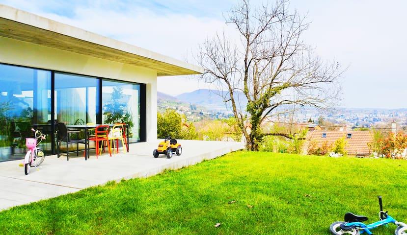 Proche lac maison contemporaine idéal famille -