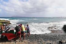 Praia do Calhau, a cerca de 14 km da cidade