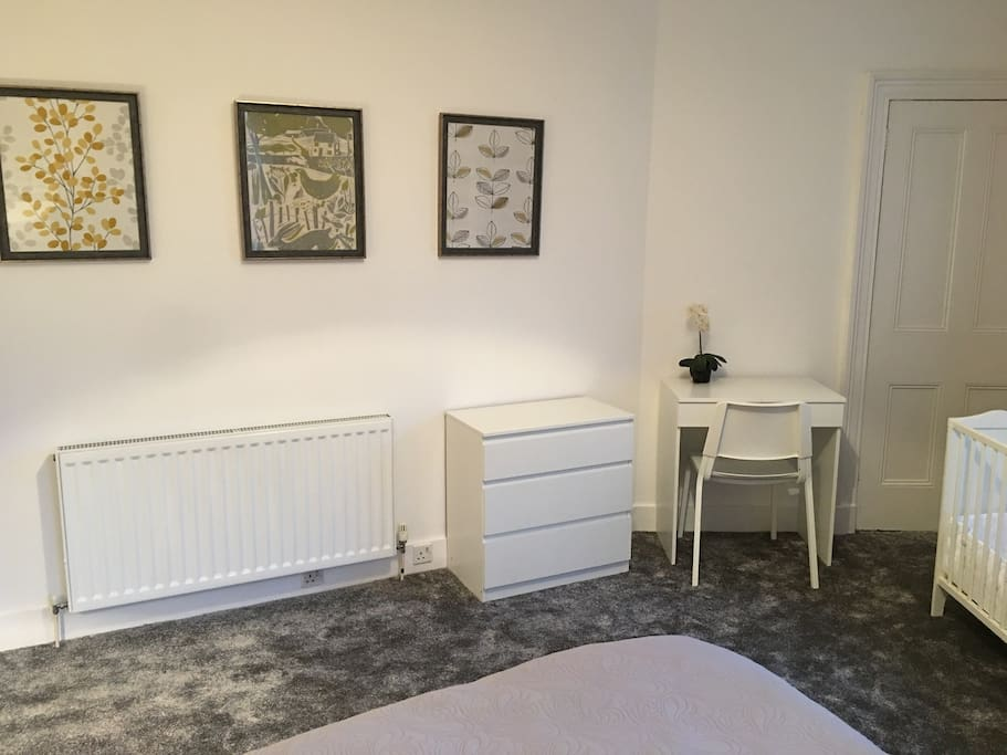 Large bedroom- Drawers and dressing table