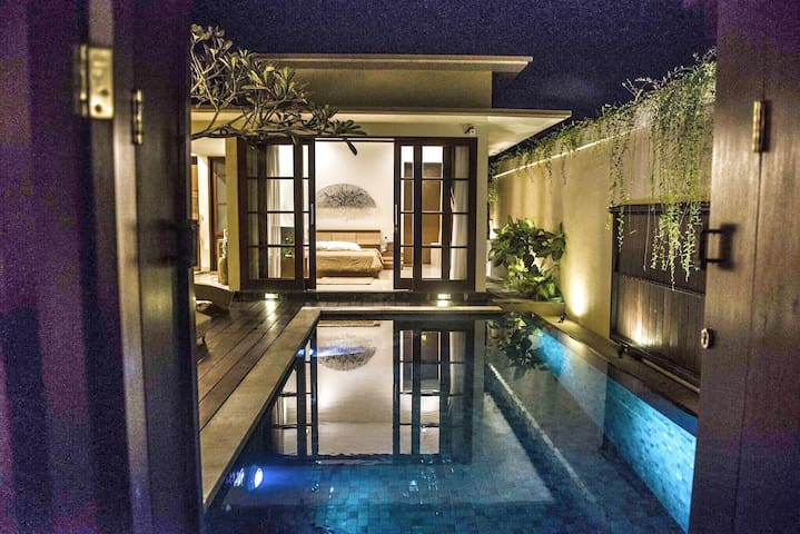 Villa Luna, 2 bedroom, private, Nusa Dua beach