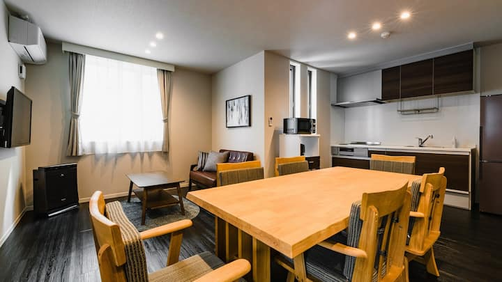 Good access to Tenjin / Hakata / Canal City♪ WiFi & kitchen included! Smart hotel for 8 people