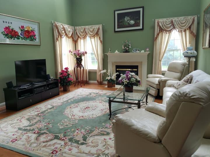 漂亮的私人房间1在一个大美丽的家