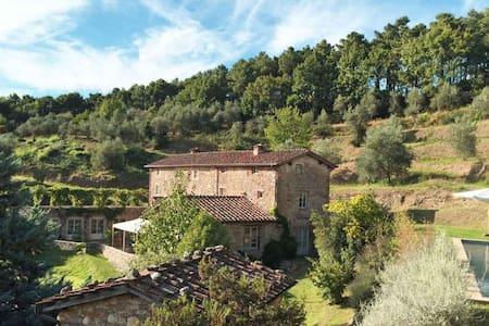 Chiodo - Stylish Villa with magnificent Views - Vorno - Casa de campo