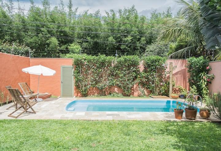 Quarto em casa com piscina próximo da Uniacamp