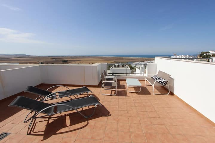 Casa La Caleta - Comfortable townhouse with sea views from the roof terrace and communal pool