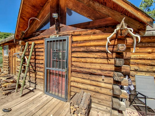 The Old Cabin at Mountain Haven Ranch