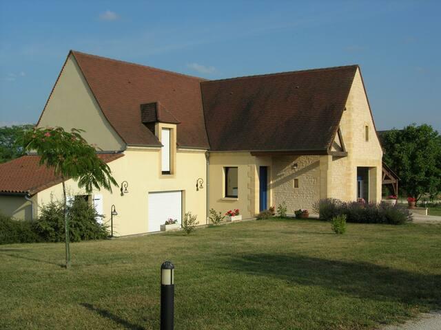 Spacieuse maison au calme du Périgord Noir