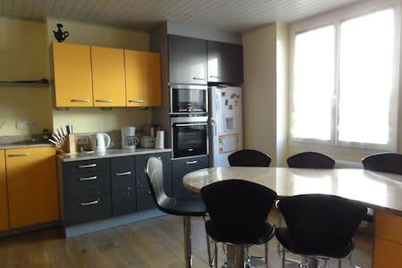 Joli appartement refait au RDC - Saint-Genest-Lerpt
