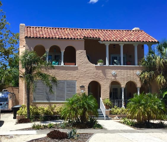 Beautiful 1/1 apt, convenient to Tampa & St Pete
