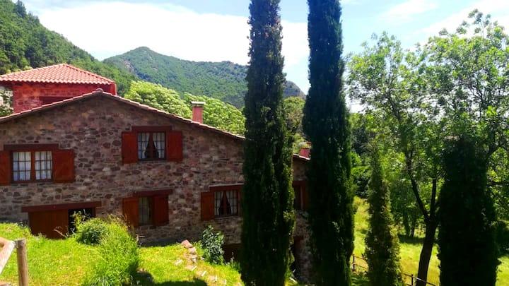 """Casa Rural """"Can Torrent Vell de Rocabruna"""""""