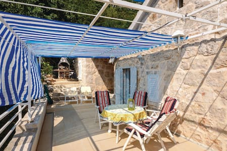 Holiday cottage with 2 bedrooms on 113m² in Blato