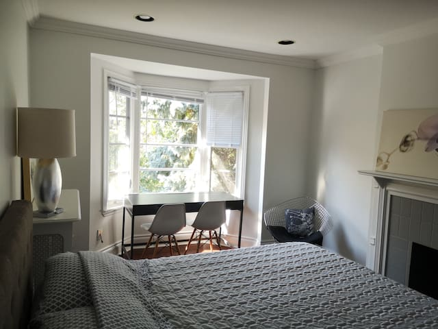 Gorgeous Room ★2500 sqft Executive Home - Wychwood