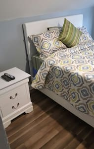 1huge bedroom 15min frm JFK airport - Hempstead - Hus