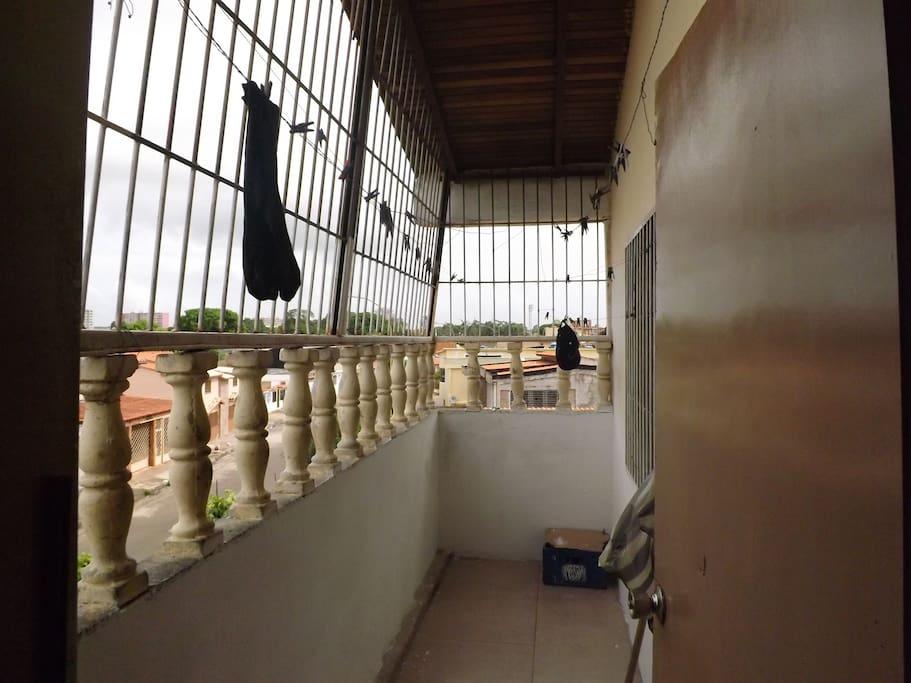 un porche o balcon con vista panoramica.