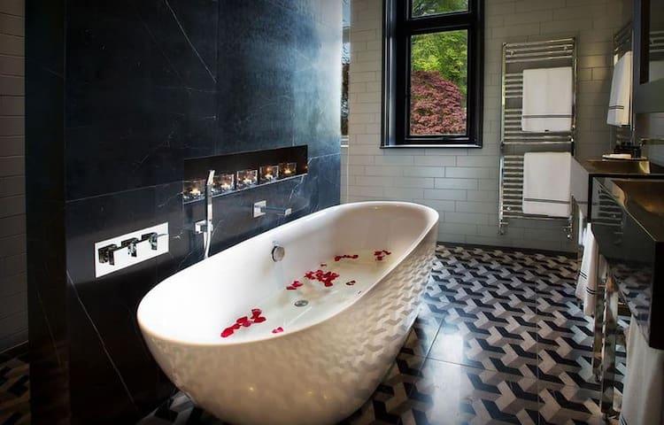 White Rabbit Luxury Double with Bath