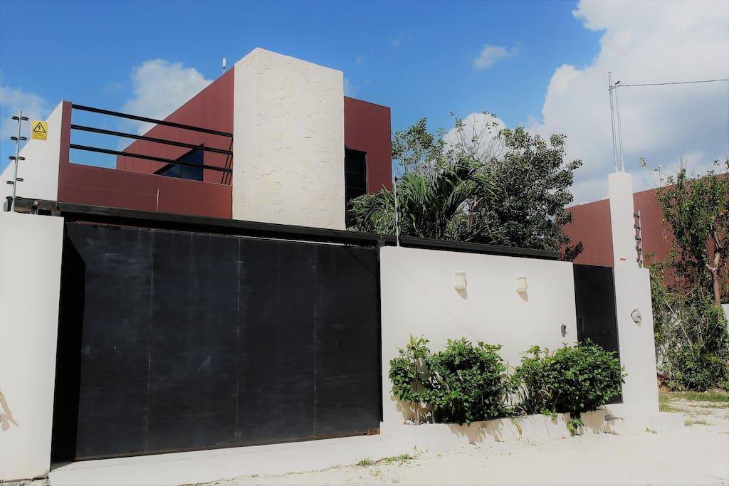facade, electric gate