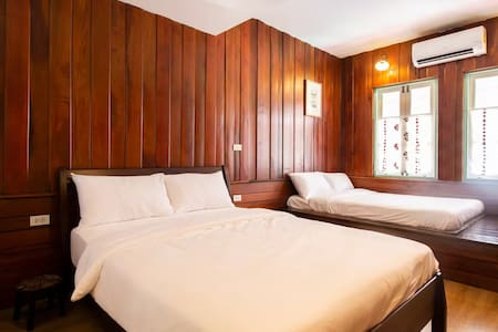 Lower Deck South room with 1 Queen bed and 1 double bed with spacious private bathroom in Khaosan Road / Old Town area.