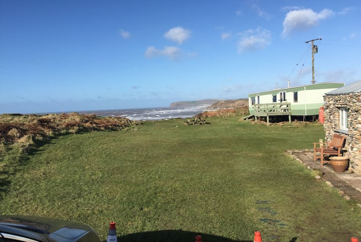 StatCaravan sea front beach hut from £6 /night/per