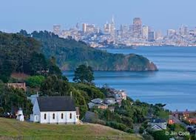 Tiburon Hideaway - With VIEWS!