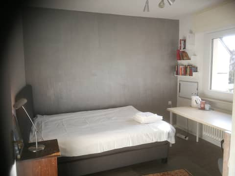Cosy room near the forest, only 10 mins to airport