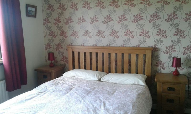 King size bed with ensuite