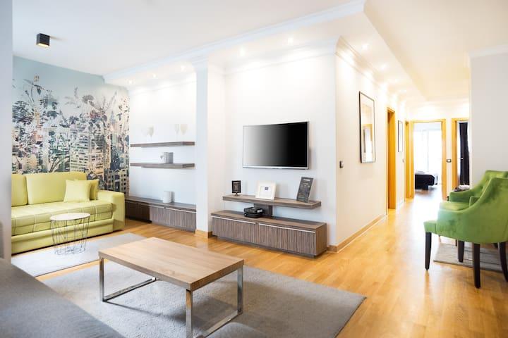 ApartHotel FeelBelgrade - 3 bedroom with terrace