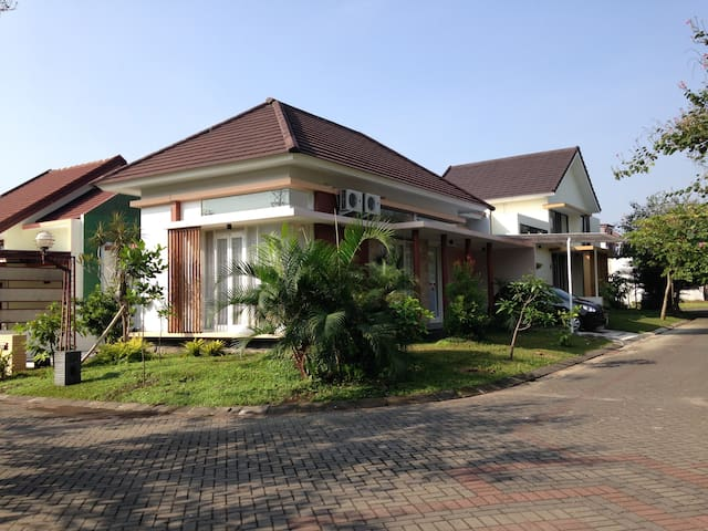 Kencono Guest House Permata Jingga - Kecamatan Lowokwaru - Casa