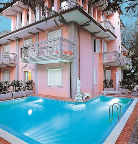 Apt for 4+2 pers with pool in Riccione R21593