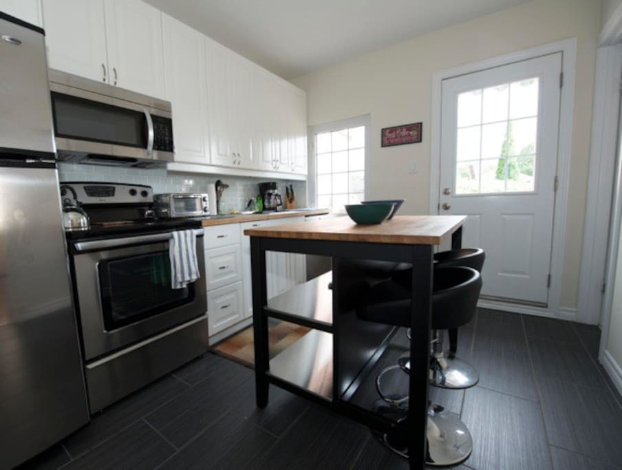 Fully equipped bright renovated kitchen