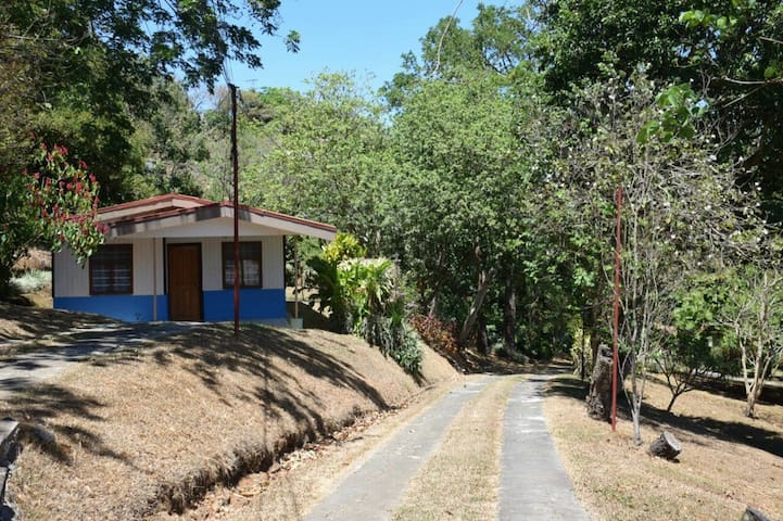 2 Bedroom Casita on Coffee Farm.  2km from Grecia