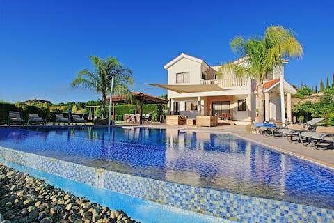 Villa Skoulli: Perto de Polis, piscina encantadora, A/C, WiFi
