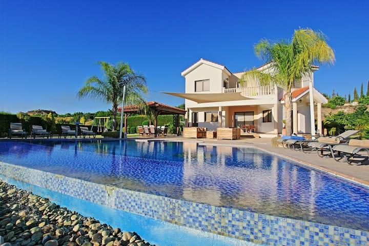 Villa Skoulli: Near Polis, lovely pool, A/C, WiFi