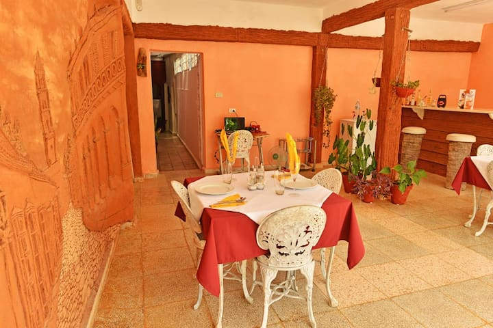 1 Room-2 BED-WIFI-Easy way to Viazul-Colonial Zone