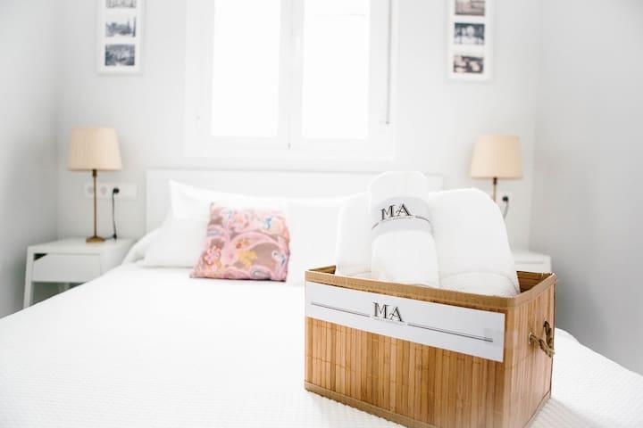 Middle Floor, Bedroom with Bath