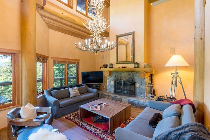 Ski In/Ski Out Luxury Home on Whistler Mountain